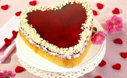 Zum Valentinstag für die Herzdame, den herherren einen Kuchen in Herzform.